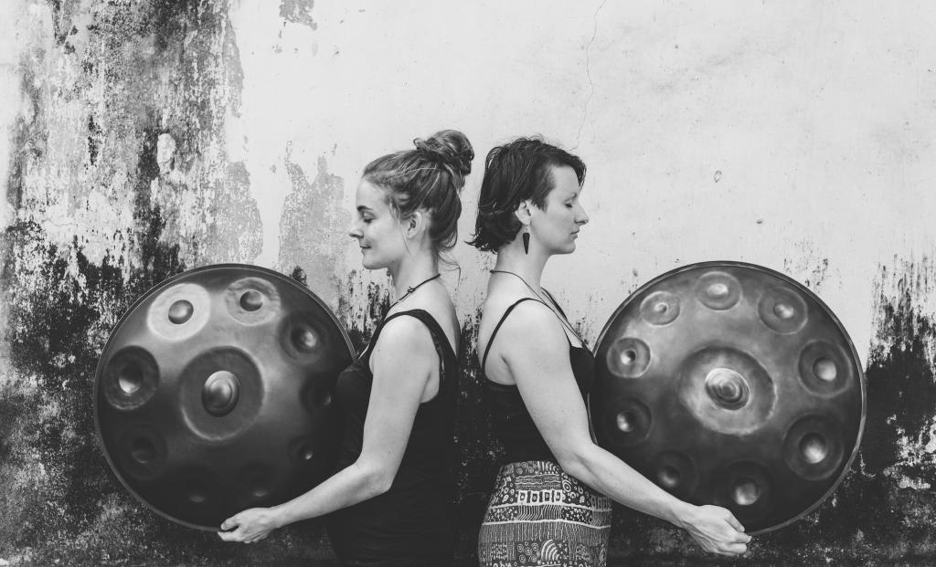 Handpan duo MEA (Marketa Drodzkova & Lea Valentina)
